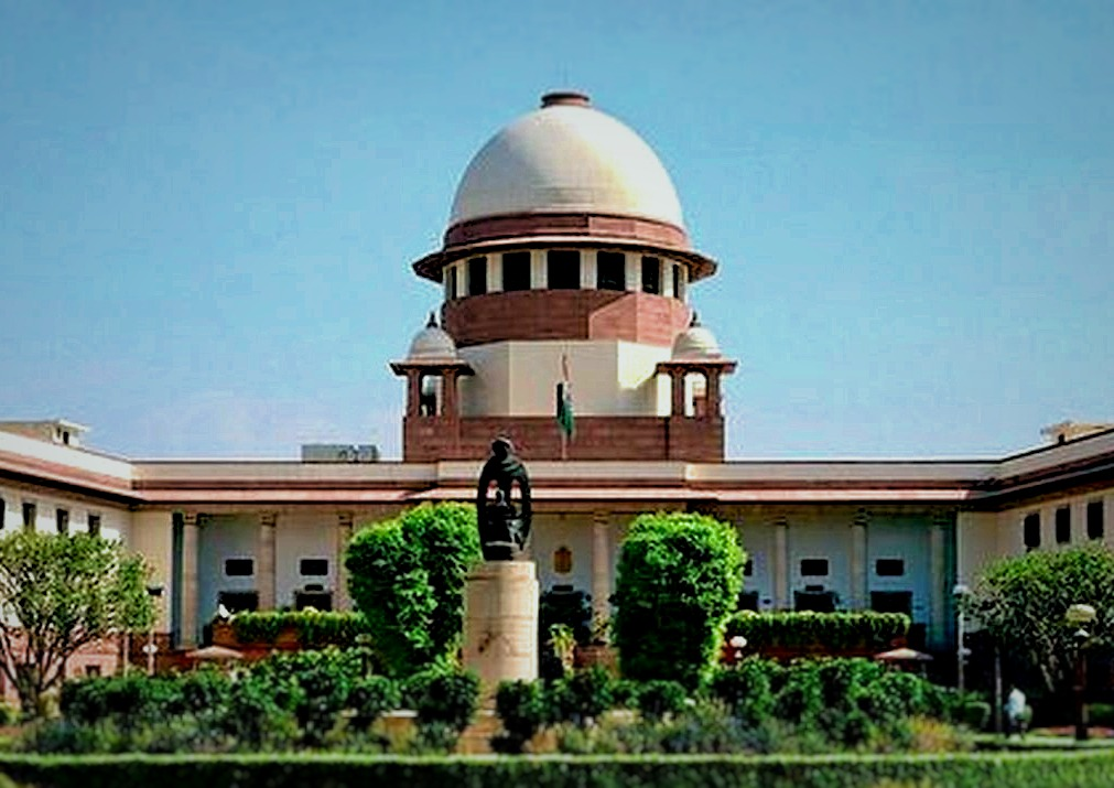 Apex Court clarifies Judicial Magistrate is not required to examine complainant on oath while issuing direction for investigation u/s 156(3) CrPC